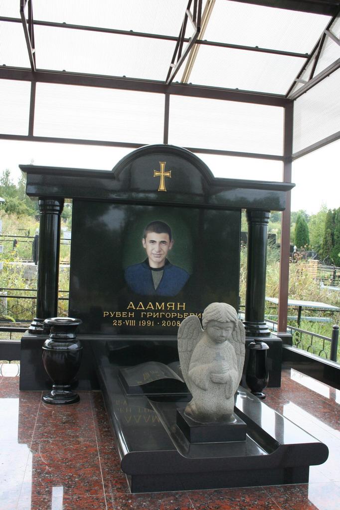 Необычные памятники на могилу фото и цены скорбящая мать памятник на могилу кладбище фото